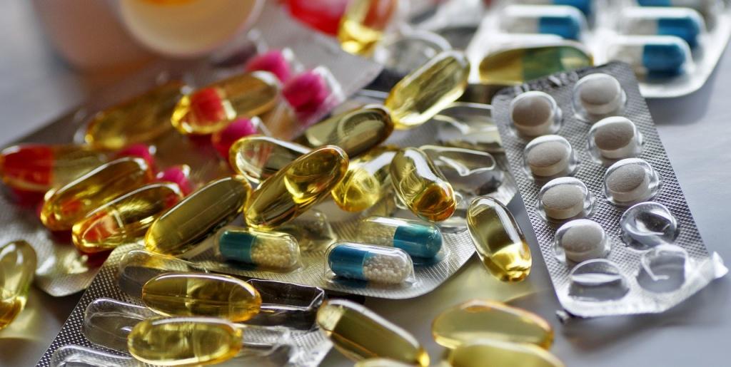 Соцработники приносят лекарства соблюдающим домашний режим жителям СЗАО